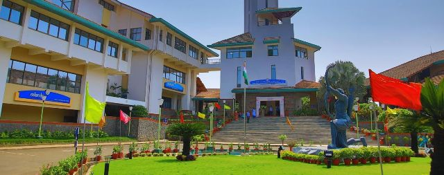 IIM Kozhikode PGP-BL Admission 2021. Fees, seats and eligibility